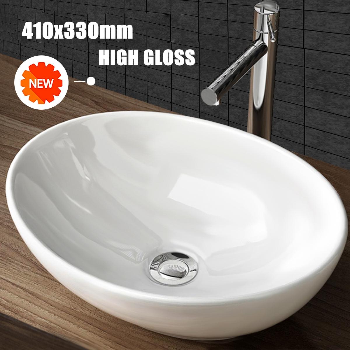 Bagno-antico-retro-rubinetto-lavabo-sfaccettato-con-vasca-da-appoggio-vaso-lavel