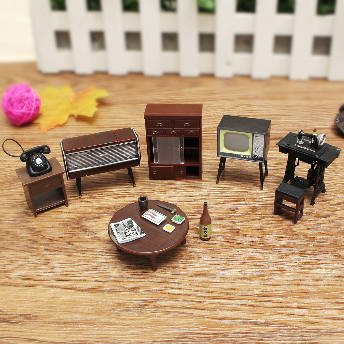 8Pcs Vintage Miniature Sewing Machine Telephone Dollhouse Furniture Room Decor